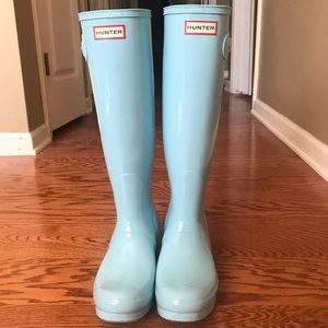 Women's size 8 Hunter boots.